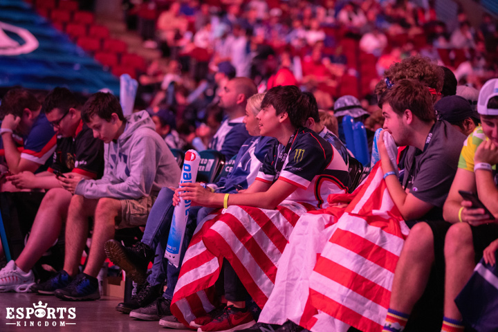 Liquid fans watching the Grand Final